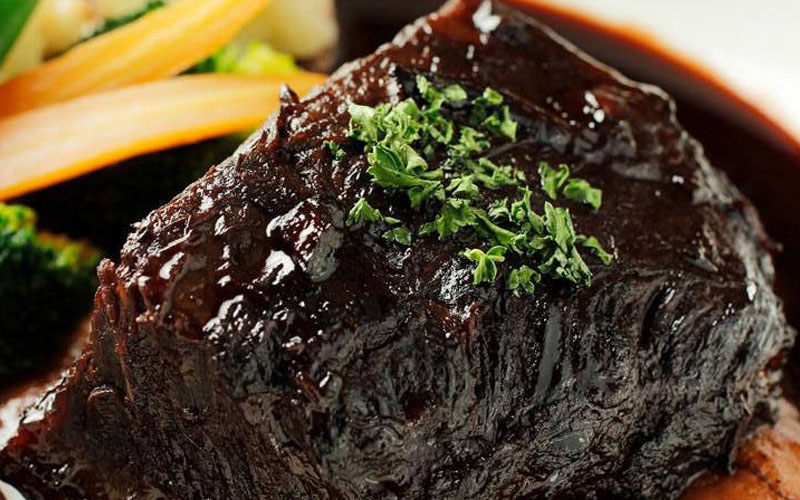 国産 牛ホホ肉の赤ワイン煮